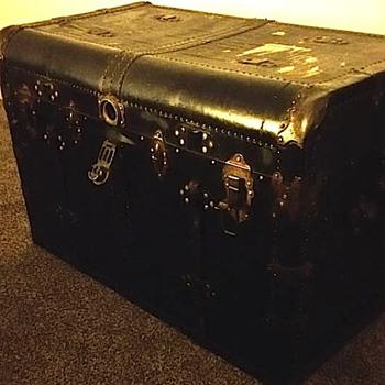 Black Leather ? triml - Furniture