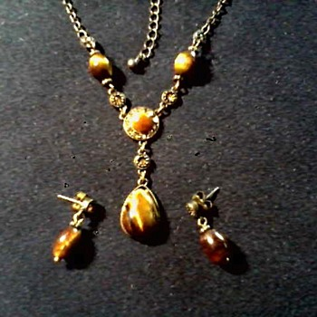 Vintage Avon NR Necklace and Ear Rings / Circa 20th Century - Costume Jewelry
