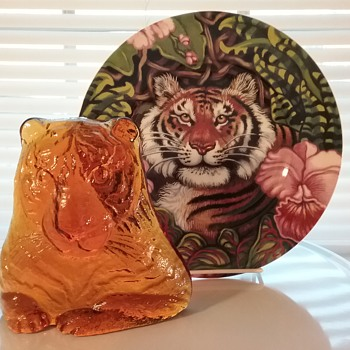 Viking Glass tiger paperweight, Fitz & Floyd tiger plate  - Art Glass