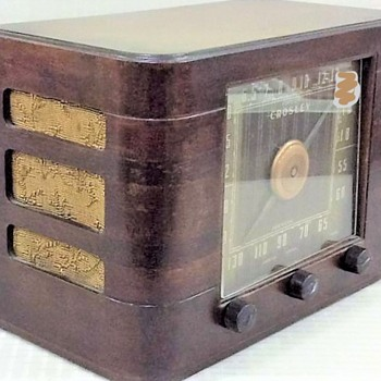My first vintage wood framed table Crosley radio - Radios