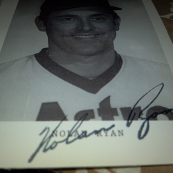 1983 Nolan Ryan team issue autograph