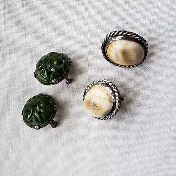 Operculum shell and Green sterling screwback earrings - Fine Jewelry