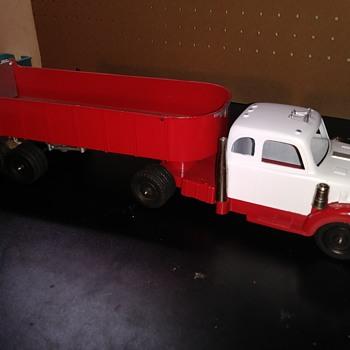 Hubley #512 Dump Truck Set - Toys