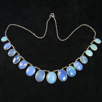 A Necklace of Blue Jelly Opal, circa 1910 - Fine Jewelry