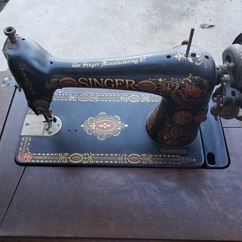 1914 Singer Sewing Machine - Sewing