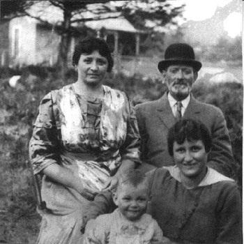 1915 Photograph of Great-Great Grandfather, Great-Great Aunt, and Two Cousins - Photographs