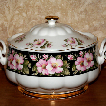 Royal Albert Provincial Flowers Alberta Rose serving pieces - China and Dinnerware
