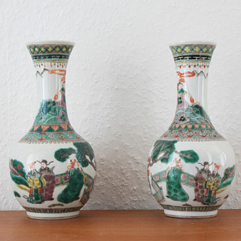 A pair of mirrored chinese famille vert Kangxi style vases - Asian