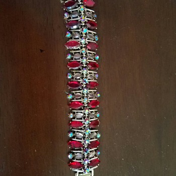 Super lovely Red & Aurora Borealis Gold Tone Bracelet - Costume Jewelry