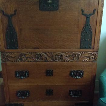 Dresser unknown origin - Furniture