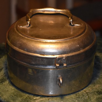 An old lunchbox? Covered Pan? - Kitchen