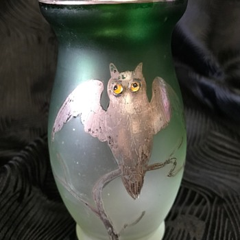 Art Nouveau green glass vase with silver deposit owl decoration - Goldberg - Art Glass