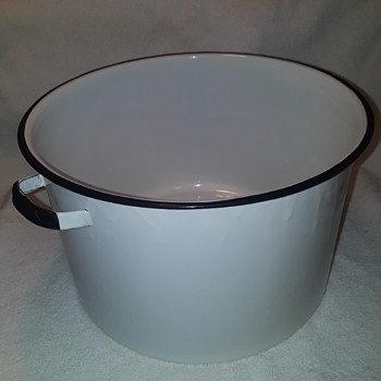 big enamelware pot - Kitchen