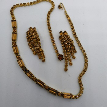 Kramer necklace and earrings - Costume Jewelry