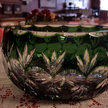 Green clear crystal bowl cut crystal woth 16 point star on bottom I DO NOT KBOW HISTORY of bowl I have a set of smalltumblers - Glassware