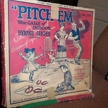VINTAGE INDOOR HORSE SHOE SET - Games