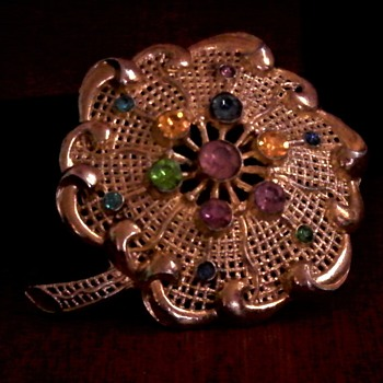 Little Nemo flower brooch with sparkling rhinestones,   signed LN/25  - Costume Jewelry