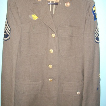 World War Two U.S. Army Uniform - Military and Wartime