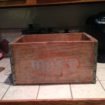 1941 Ma's Root Beer Crate - Advertising