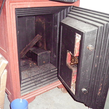 DYNAMITE proof Safe...it's really OLD too.. - Office