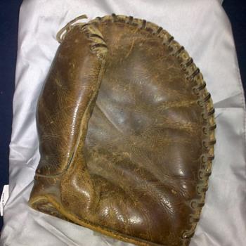 1920s? Rawlings Babe Ruth baseball mitt - Baseball