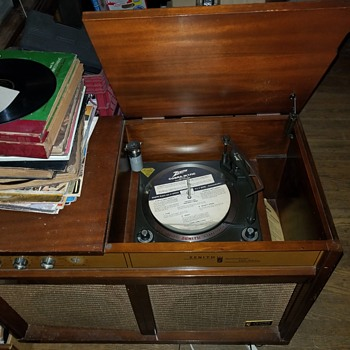 Zenith Cbramatic Solid State RECORD player - Electronics