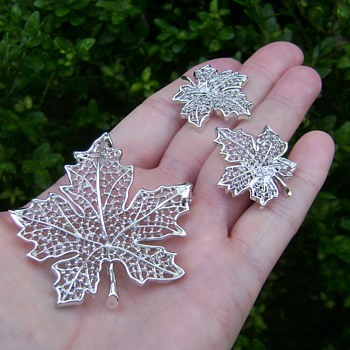 Sarah Coventry Brooch Set - Summer Frost - Costume Jewelry