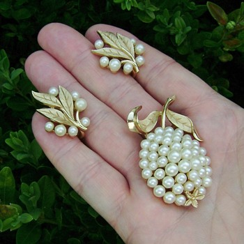 Trifari Pineapple Brooch Set - Costume Jewelry
