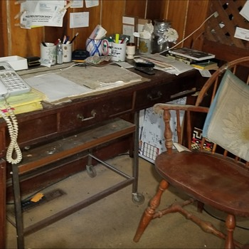 Vintage desk need info please and chair - Furniture