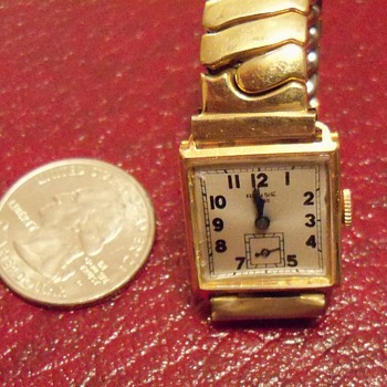 The smallest wristwatch I've ever seen. - Wristwatches