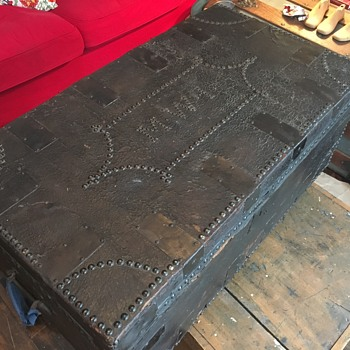 1820's - 40's leather trunk - Furniture