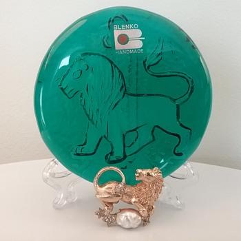 Leo the lion brooch & glass paperweight  - Art Glass