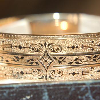 2 Rose gold 'email de talle d' epargne bracelets in original hinged box - Victorian Era