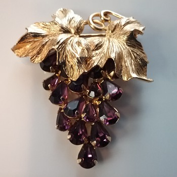 Napier grapes brooch & earrings set  - Costume Jewelry
