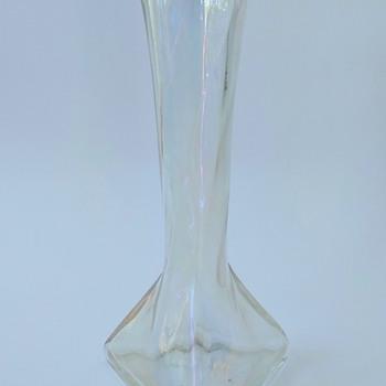 Marie Kirschner, 1913, PN 1090/277, Kristall schief gewalzt, hell iris. - Art Glass