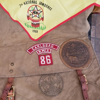1931 BSOA Yucca pack with 1969 jamboree patch and bandanna and Carlsbad NM. 86 patches  - Sporting Goods