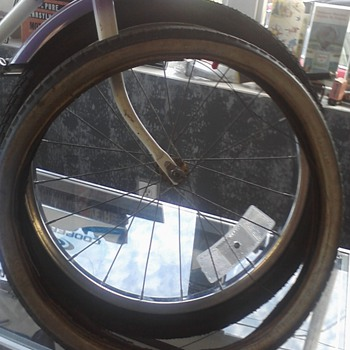 Vintage Roadmaster Rainbiow girls bike - Sporting Goods