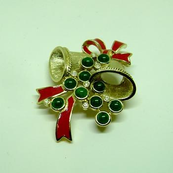 Trifari TM Christmas Bells  - Costume Jewelry