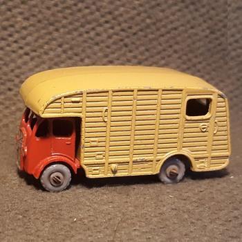 Mostly Mulch Munching Matchbox Monday. MB 35 Marshall Horse Box 1957-1962 - Model Cars