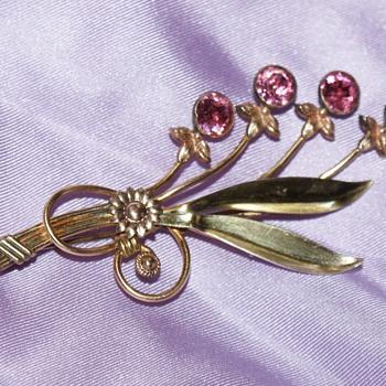 Van Dell Vintage Pin - Costume Jewelry