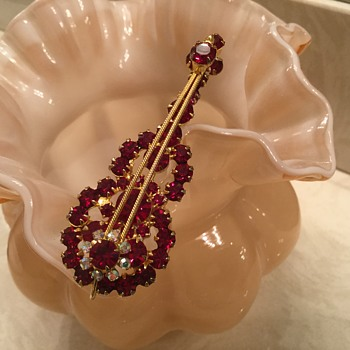D & E RED VIOLIN! - Costume Jewelry