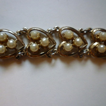 Heart and faux pearl bracelet - Costume Jewelry