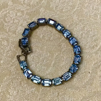 Blue Weiss bracelet - Costume Jewelry