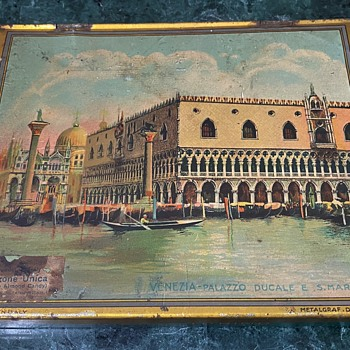18th c Venetian View Painting on an advertising tin - Advertising