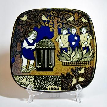 RAIJA UOSIKKINEN  -  ARABIA FINLAND  - Pottery