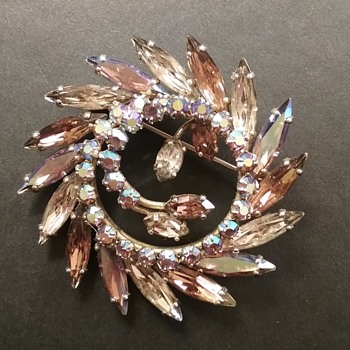 Sherman circle brooch  - Costume Jewelry
