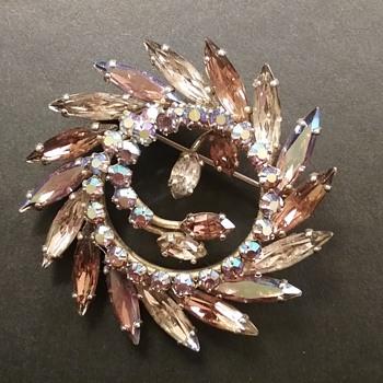 Sherman circle brooch  - Costume Jewelry