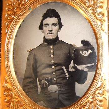 Armed Union soldier tintype - Military and Wartime