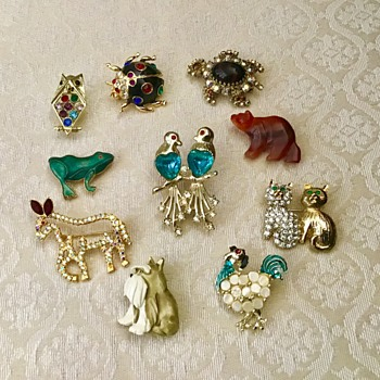 Lot of animal brooches - Costume Jewelry