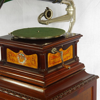 G&T gramophone made in Barcelona C1900 - Records